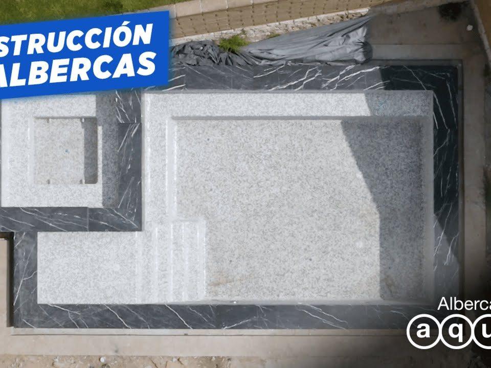Construccion-de-alberca-con-MARMOL-NEGRO-Albercas-Aqua
