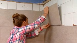 Revestir-la-pared-de-la-cocina-con-losetas-decorativas-Decogarden