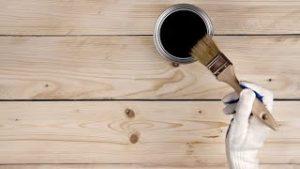 Como-barnizar-la-madera-Hogarmania